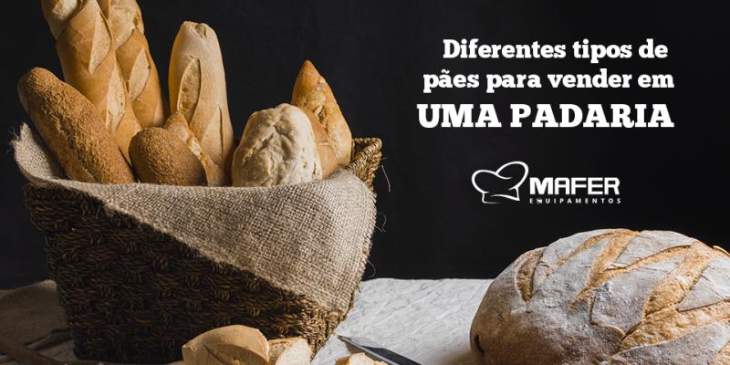 Diferentes tipos de pães para vender na padaria